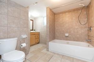 4_goldwin_avenue_30_bathroom