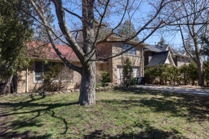 4 Heathrow Court - West Toronto - Etobicoke