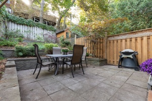 421 glenlake avenue backyard 01