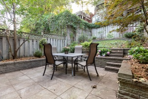 421 glenlake avenue backyard 03
