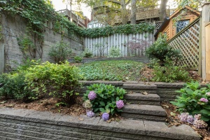421 glenlake avenue backyard 04
