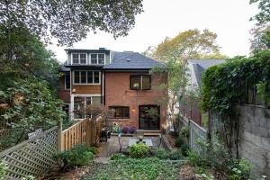 421 glenlake avenue backyard 05