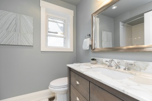 421 glenlake avenue bathroom 01
