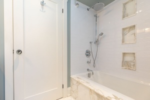 421 glenlake avenue bathroom 02