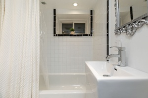 421 glenlake avenue bathroom 03