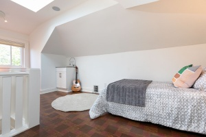 421 glenlake avenue bedroom 02
