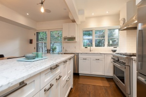 421 glenlake avenue kitchen 03