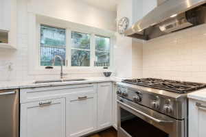 421 glenlake avenue kitchen 04