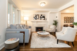 421 glenlake avenue living room 02
