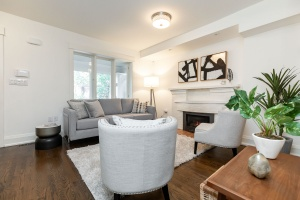 421 glenlake avenue living room 03
