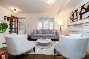 421 glenlake avenue living room 04