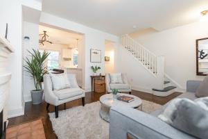 421 glenlake avenue living room 05