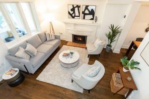421 glenlake avenue living room 07