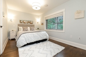 421 glenlake avenue master bedroom 01