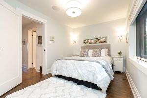 421 glenlake avenue master bedroom 02
