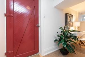 421 glenlake avenue recreation room 06