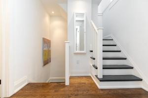421 glenlake avenue stairs 01
