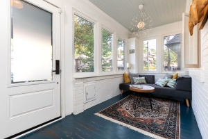 421 glenlake avenue sunroom 01