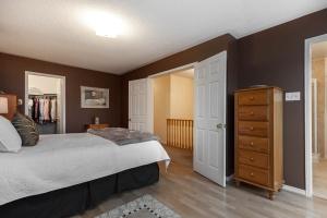 52 moorefield dr master bedroom 3