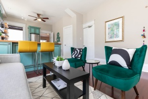 560_indian_grove_12_living_area