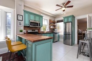 560_indian_grove_13_kitchen