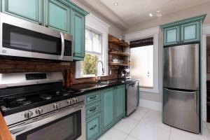 560_indian_grove_17_kitchen