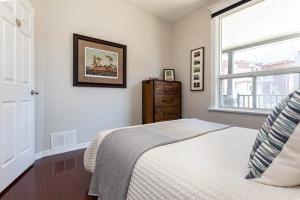 560_indian_grove_22_bedroom