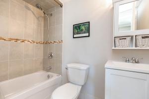 560_indian_grove_25_bathroom