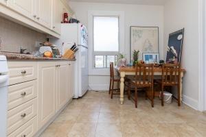 560_indian_grove_29_kitchen_2
