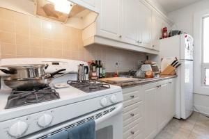 560_indian_grove_30_kitchen_2