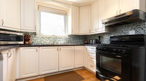 60 holbrooke avenue kitchen 4