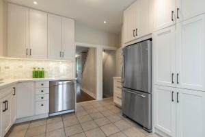 669_beresford_avenue_15_kitchen