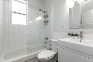 669_beresford_avenue_31_bathroom