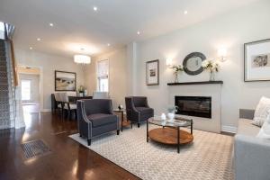 669_beresford_avenue_4_living_area