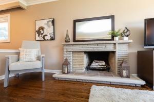 83 coney road living room 03