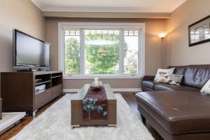 83 coney road living room 05