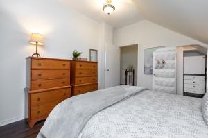 96edwinave22bedroom