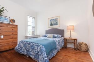 32-bedroom
