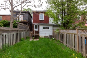 98 linnsmore cres backyard 2