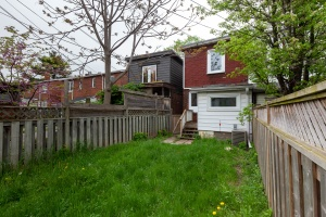 98 linnsmore cres backyard 3