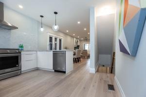 98 linnsmore cres kitchen:hallway 2