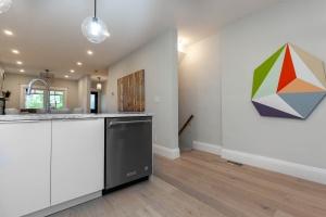 98 linnsmore cres kitchen:hallway