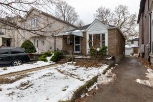 98 Saint Hubert Avenue - East Toronto - East York