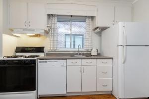 98 saint hubert avenue kitchen 04