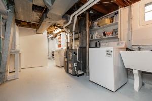 98 saint hubert avenue laundry room