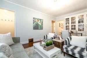 98 saint hubert avenue living room 03