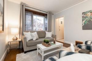 98 saint hubert avenue living room 05