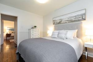 98 saint hubert avenue master bedroom 02